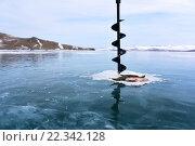 Купить «Зимняя рыбалка на середине замерзшего озера», фото № 22342128, снято 7 марта 2016 г. (c) Стивен Жингель / Фотобанк Лори