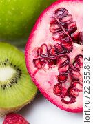 Купить «close up of ripe pomegranate and kiwi», фото № 22355812, снято 26 апреля 2015 г. (c) Syda Productions / Фотобанк Лори
