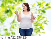 Купить «happy plus size woman choosing apple or donut», фото № 22356224, снято 21 февраля 2016 г. (c) Syda Productions / Фотобанк Лори