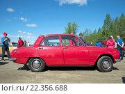 Купить «Четырехдверный седан Isuzu Bellett на параде ретротранспорта. Керимяки, Финляндия», фото № 22356688, снято 6 июня 2015 г. (c) Виктор Карасев / Фотобанк Лори