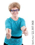 Купить «Счастливая смеющаяся пожилая женщина показывает два больших палца вверх, изолировано на белом фоне», фото № 22397968, снято 26 марта 2016 г. (c) Кекяляйнен Андрей / Фотобанк Лори