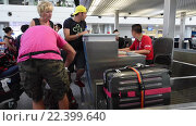 Купить «Check in area at the Tan Son Nhat International Airport», видеоролик № 22399640, снято 15 марта 2016 г. (c) Александр Подшивалов / Фотобанк Лори