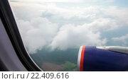 Купить «Вид из окна самолета на облака», видеоролик № 22409616, снято 13 октября 2014 г. (c) Андрей Армягов / Фотобанк Лори