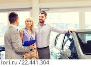Купить «happy couple with car dealer in auto show or salon», фото № 22441304, снято 22 января 2015 г. (c) Syda Productions / Фотобанк Лори