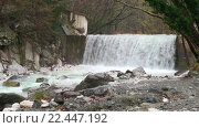Купить «Река Термопотамос. Каскад искусственных водопадов на горе Ворас рядом с термальным источником», видеоролик № 22447192, снято 2 апреля 2016 г. (c) Parmenov Pavel / Фотобанк Лори