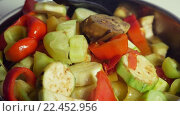 Купить «Cooking tasty vegetarian dish», видеоролик № 22452956, снято 14 декабря 2015 г. (c) Данил Руденко / Фотобанк Лори