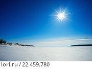 Купить «Яркое солнце над замерзшей рекой», фото № 22459780, снято 27 марта 2016 г. (c) Алексей Маринченко / Фотобанк Лори