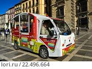 Купить «Environmentally friendly electric bus in the centre of Granada, Spain.», фото № 22496664, снято 9 мая 2013 г. (c) age Fotostock / Фотобанк Лори
