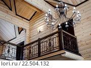 Вид на второй этаж деревянного дома. Стоковое фото, фотограф Tanya Ischenko / Фотобанк Лори