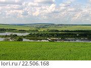 Летний пейзаж: вид с холма на пруды, поля, большое село и небо с облаками. Стоковое фото, фотограф andreyrostov / Фотобанк Лори
