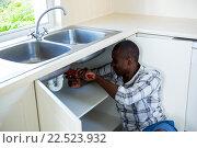 Купить «Man repairing a kitchen sink», фото № 22523932, снято 19 января 2016 г. (c) Wavebreak Media / Фотобанк Лори
