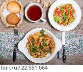 Купить «Завтрак на столе», фото № 22551064, снято 21 августа 2019 г. (c) Михаил Валеев / Фотобанк Лори