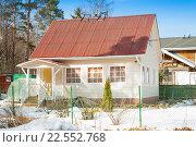 Купить «Дачный дом, обшитый сайдингом, с крытой ондулином крышей зимой», фото № 22552768, снято 27 марта 2016 г. (c) Сергей Дубров / Фотобанк Лори