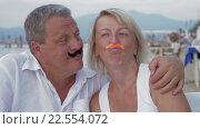 Купить «Couple Sticking Moustaches to Each Other Faces», видеоролик № 22554072, снято 5 февраля 2016 г. (c) Данил Руденко / Фотобанк Лори
