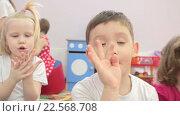 Купить «Дети в детском саду», видеоролик № 22568708, снято 7 апреля 2016 г. (c) Алексндр Сидоренко / Фотобанк Лори