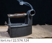 Купить «Старый угольный утюг», фото № 22574124, снято 9 октября 2014 г. (c) Кропотов Лев / Фотобанк Лори