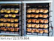 Купить «Process of grilling chicken in store», фото № 22579864, снято 22 июля 2019 г. (c) Яков Филимонов / Фотобанк Лори