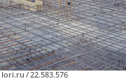 Купить «Арматурная рама для бетонных плит», видеоролик № 22583576, снято 4 апреля 2016 г. (c) Бубнов Дмитрий / Фотобанк Лори
