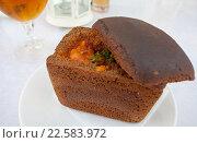 Суп в буханке черного хлеба. Стоковое фото, фотограф Старостин Сергей / Фотобанк Лори