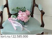 Свадебный букет из розовых пионов на кресле. Стоковое фото, фотограф Ирина Океанова / Фотобанк Лори
