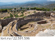 Mycenae, Argolis, Peloponnese, Greece. Grave Circle A, dating from the 16th century BC, within the walls of the city citadel. When Heinrich Schliemann... Стоковое фото, фотограф Ken Welsh / age Fotostock / Фотобанк Лори