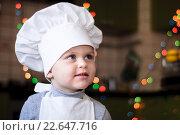 Портрет девочки в поварском колпаке. Стоковое фото, фотограф Анна Кирьякова / Фотобанк Лори