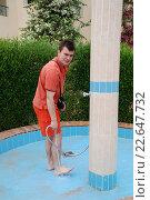 Мужчина поет ноги. Стоковое фото, фотограф Анна Кирьякова / Фотобанк Лори