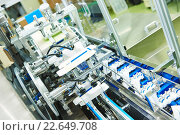Купить «Line conveyor for packaging ampoules in boxes», фото № 22649708, снято 18 июня 2015 г. (c) Дмитрий Калиновский / Фотобанк Лори