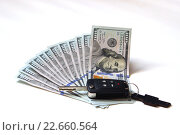 Автомобильный ключ на фоне разложенных долларовых купюр. Стоковое фото, фотограф Кохан Пётр / Фотобанк Лори