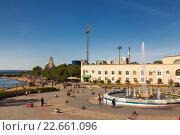 Купить «Спортивная набережная со светомузыкальным фонтаном, Владивосток», фото № 22661096, снято 18 сентября 2013 г. (c) Наталья Волкова / Фотобанк Лори