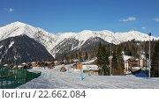 Купить «Горнолыжный курорт в Красной Поляне, снежные Кавказские горы, лыжные трассы, коттеджный поселок, горно-туристический центр Газпром», фото № 22662084, снято 1 апреля 2016 г. (c) DiS / Фотобанк Лори