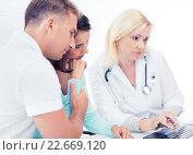 Купить «doctor with patients in hospital», фото № 22669120, снято 6 июля 2013 г. (c) Syda Productions / Фотобанк Лори