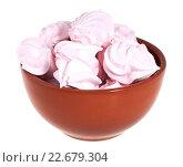 Купить «Розовый зефир в коричневой миске, изолированно на белом фоне», фото № 22679304, снято 27 марта 2016 г. (c) Литвяк Игорь / Фотобанк Лори