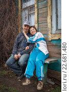 Купить «Счастливая пожилая пара на дачном участке», фото № 22681480, снято 17 апреля 2016 г. (c) Акиньшин Владимир / Фотобанк Лори