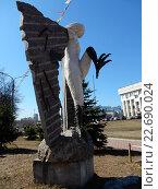 Купить «Скульптура гарпии в Люберецком парке», эксклюзивное фото № 22690024, снято 5 апреля 2016 г. (c) lana1501 / Фотобанк Лори