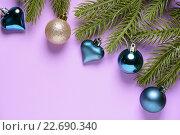 Купить «Еловые ветки с украшениями», фото № 22690340, снято 28 ноября 2015 г. (c) Рамиль Гибадуллин / Фотобанк Лори