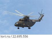 Купить «Международный авиационно-космический салон МАКС-2015. Демонстрационный полет тяжелого транспортного вертолета Ми-26», фото № 22695556, снято 27 августа 2015 г. (c) Игорь Долгов / Фотобанк Лори