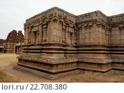 Купить «Twin chambered shrine of goddess, west side view, Achyuta Raya temple, Hampi, Karnataka, India. Sacred Center. The north gopura is seen in the distance on the left.», фото № 22708380, снято 2 марта 2016 г. (c) age Fotostock / Фотобанк Лори
