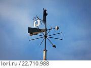 Флюгер на фоне голубого неба. Стоковое фото, фотограф Наталья Чумакова / Фотобанк Лори