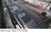 Купить «Вид сверху на цех завода», видеоролик № 22711552, снято 19 апреля 2016 г. (c) Бубнов Дмитрий / Фотобанк Лори