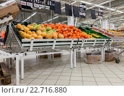Fresh fruits ready for sale in Auchan Samara Store, фото № 22716880, снято 30 апреля 2016 г. (c) FotograFF / Фотобанк Лори