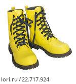 Купить «Высокие желтые ботинки, черные шнурки», фото № 22717924, снято 30 апреля 2016 г. (c) Александр Романов / Фотобанк Лори