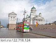 Купить «Экскурсионный автобус Сити Тур на Сенатской площади. Хельсинки. Финляндия», фото № 22718124, снято 23 апреля 2016 г. (c) Румянцева Наталия / Фотобанк Лори