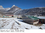 Купить «Asia, Nepal, Mount Everest, Gokyo, Highway, View of Lodge with mountain in background», фото № 22733012, снято 21 августа 2019 г. (c) age Fotostock / Фотобанк Лори