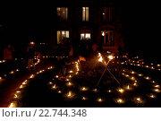 Купить «Celebration of Diwali festival in an ISKCON temple», фото № 22744348, снято 19 апреля 2019 г. (c) age Fotostock / Фотобанк Лори
