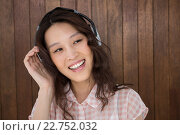 Купить «Hipster woman listening music», фото № 22752032, снято 11 февраля 2016 г. (c) Wavebreak Media / Фотобанк Лори