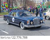 Ретро-ралли «Ингосстрах Exclusive Classic Day» в Москве. Mercedes Benz 280SE cabriolet (2016 год). Редакционное фото, фотограф Depth / Фотобанк Лори