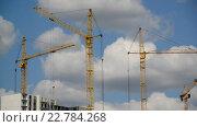Купить «Строительные краны на фоне неба», видеоролик № 22784268, снято 6 мая 2016 г. (c) Володина Ольга / Фотобанк Лори