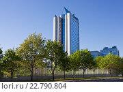 """Купить «Высотное здание компании """"Газпром"""" на улице Намёткина в Москве», фото № 22790804, снято 9 мая 2016 г. (c) Victoria Demidova / Фотобанк Лори"""