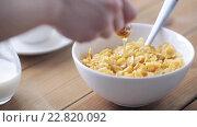Купить «hand adding honey to corn flakes for breakfast», видеоролик № 22820092, снято 15 апреля 2016 г. (c) Syda Productions / Фотобанк Лори